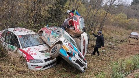 Шесть машин улетели в кювет на одном и том же месте на Кубке России по ралли