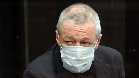 Ефремов принес на суд отличную характеристику из СИЗО и 2,4 миллиона