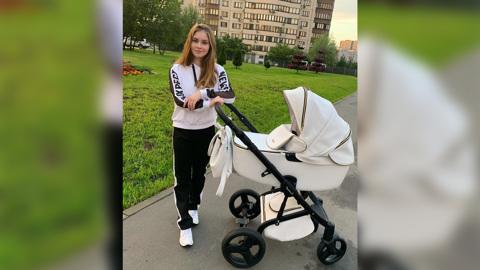 Четыре месяца: Юлия Липницкая впервые показала лицо своей дочки