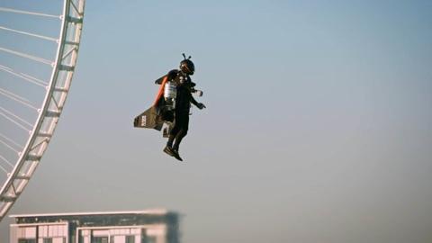 Знаменитый пилот джетпака Винс Реффе разбился в Дубае