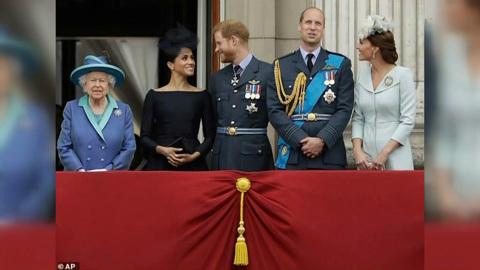Деградация и паразитизм: британская королевская семья превращается в руины