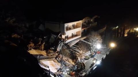 Оползень в Италии: отель в Больцано оказался засыпан камнями