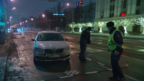В Москве легковушка въехала в остановку трамвая, погиб один человек