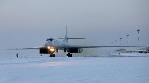 """Новости на """"России 24"""". Два ракетоносца Ту-160 выполнили плановый полет над северными нейтральными водами"""
