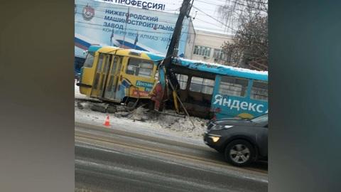 ЧП. Трамвай врезался в столб в Нижнем Новгороде