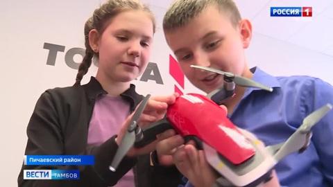 ВестиТамбов. В Пичаевской школе ученики создают роботов и подъемные краны из Лего