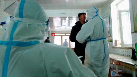 """Новости на """"России 24"""". В Китае вновь наблюдается рост уровня заболеваемости коронавирусом"""