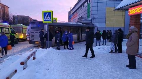 ЧП. Рейсовый автобус врезался в кинотеатр в подмосковной Электростали