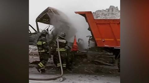 ЧП. Грузовик со снегом сгорел на востоке Москвы