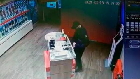 Видео из Сети. Кража дорогих часов в Ставрополе попала на видео