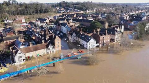 """Новости на """"России 24"""". Шторм принес на северо-запад Англии сильнейшее наводнение"""