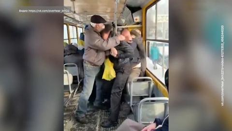 Вести. В Барнауле из-за отсутствия маски подрались пассажиры трамвая