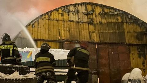 В Москве сгорел ангар на Даниловской набережной