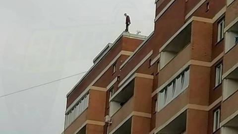 Полиция отреагировала на опасные игры детей на крыше 24-этажного дома во Владивостоке