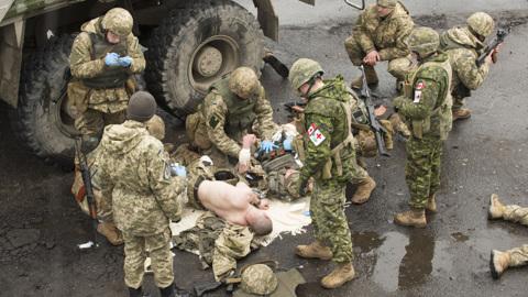 Канада приостановила военную миссию на Украине