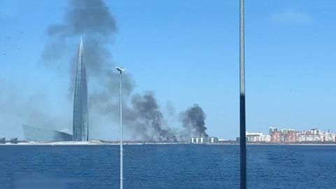 Пожар у Лахта Центра: в районе здания горят камыши