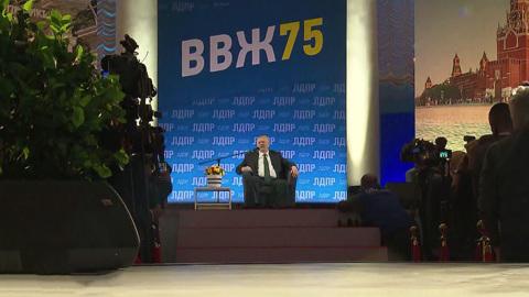Жириновский получил ромашки от Мурашко