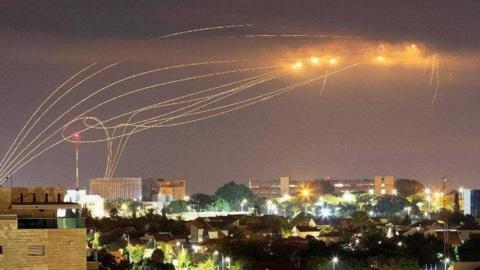 Израильская авиация наносит новые удары по сектору Газа. Видео