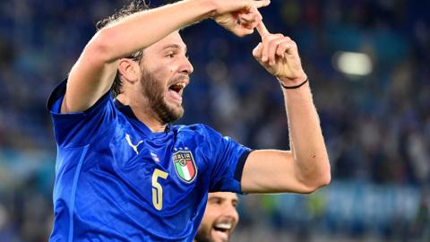 Итальянцы выигрывают у сборной Швейцарии после первого тайма