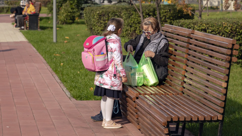 Для семей со школьниками выделили более 200 миллиардов