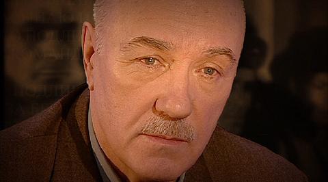 """Написано войной. Леонид Куравлев читает стихотворение Александра Межирова """"Просыпаюсь и курю..."""""""