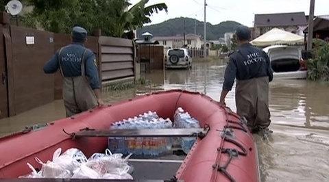 После наводнения в Сочи - большая уборка