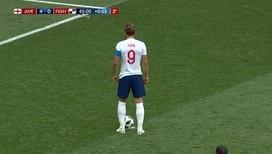 Гарри Кейн забивает второй пенальти за первый тайм