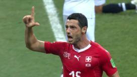 Швейцарцы забивают первый мяч!