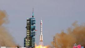 """Старт """"Шэньчжоу-10"""" 11 июня 2013 года"""