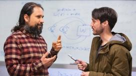 Жермен Тобар (справа) и его научный руководитель Фабио Коста.