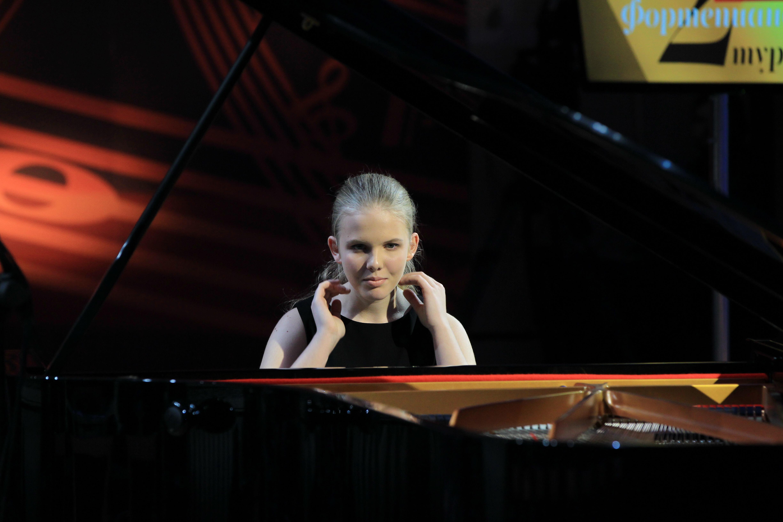 10-летняя скрипачка изБарнаула прошла во 2-ой тур телевизионного конкурса «Щелкунчик»
