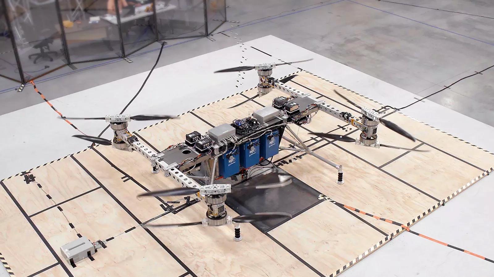Boeing представил гигантский беспилотник, способный перевозить 226 кг груза