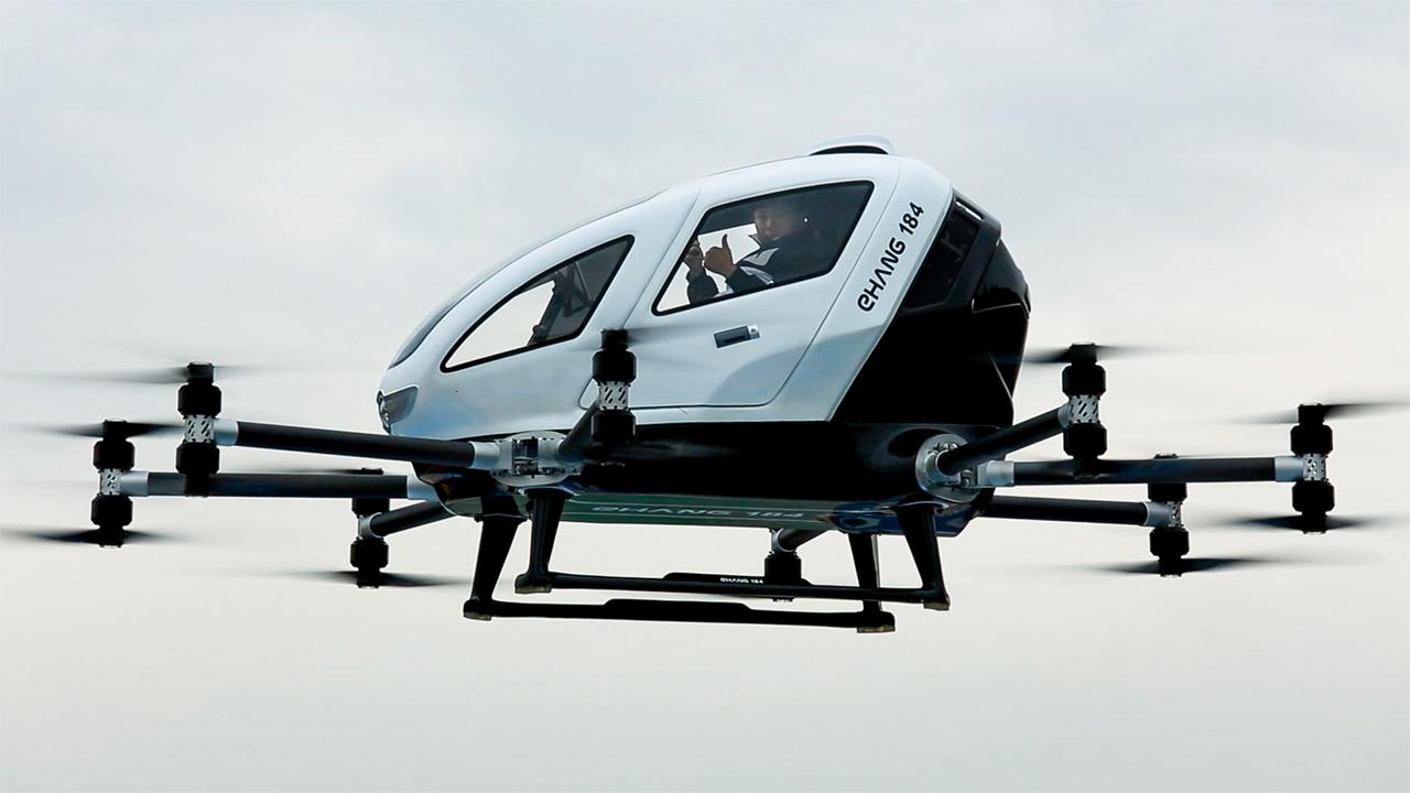 Китайский стартап продемонстрировал дрон-такси в полете