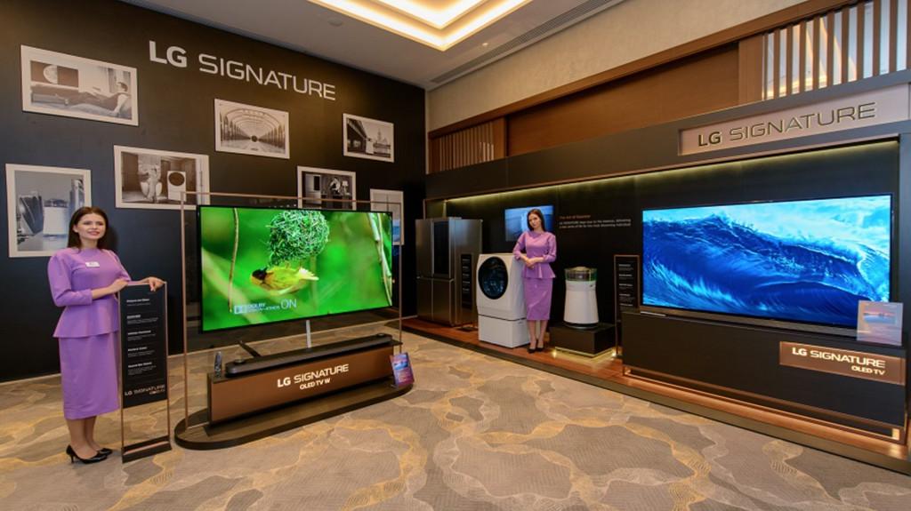 LG показала в Москве новые ультрапремиальные ТВ и двух роботов