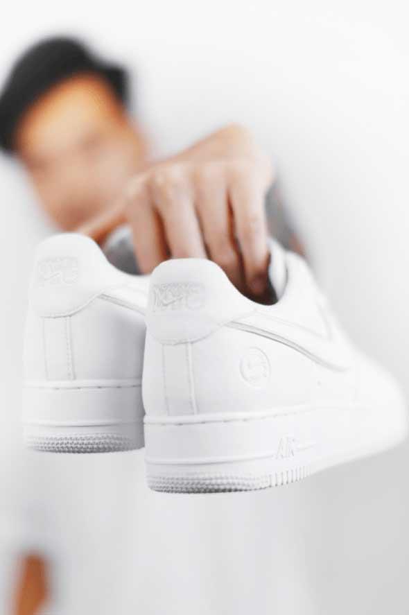 a924df5d Новинку пока можно купить только в США: это могут сделать жители Нью-Йорка,  заказав обувь через приложение Nike SNKRS. Фитнес-функций у новых кроссовок  Nike ...