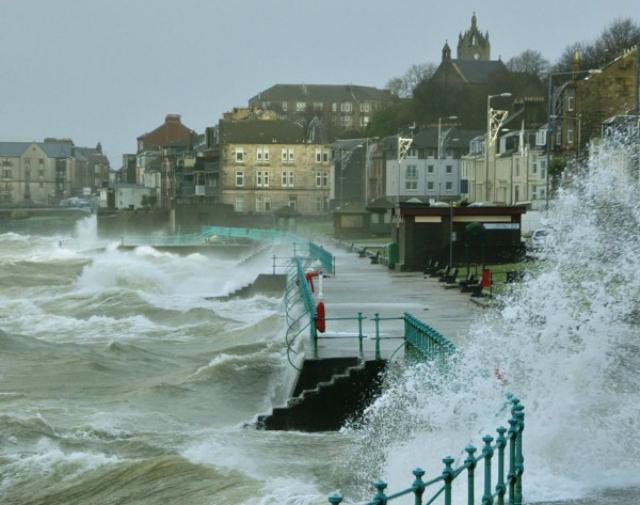 Волны на Шотландском побережье, 2011 год