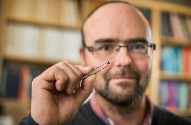 Размеры алмаза и его вкраплений столь малы, что образец может не выдержать многочисленных тестов