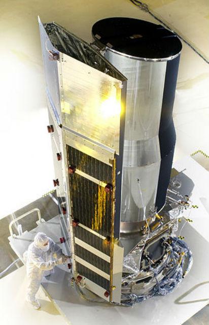 """Телескоп """"Спитцер"""", ныне изучающий космическое излучение в инфракрасном диапазоне"""