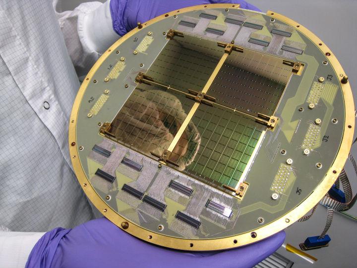 Детектор телескопа BICEP2, обнаруживший B-моду в поляризации реликтового излучения