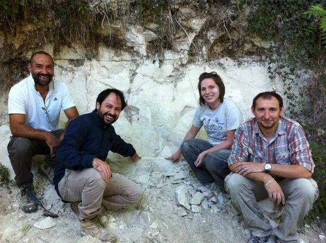 Группа учёных, работающая в бассейне исчезнувшего озера Сульмона