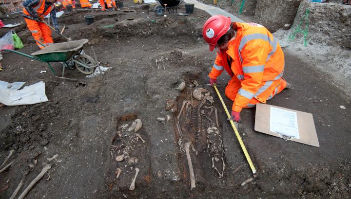 Это первый случай, когда археологам пришлось столкнуться со столь массовым захоронением на территории столицы Великобритании