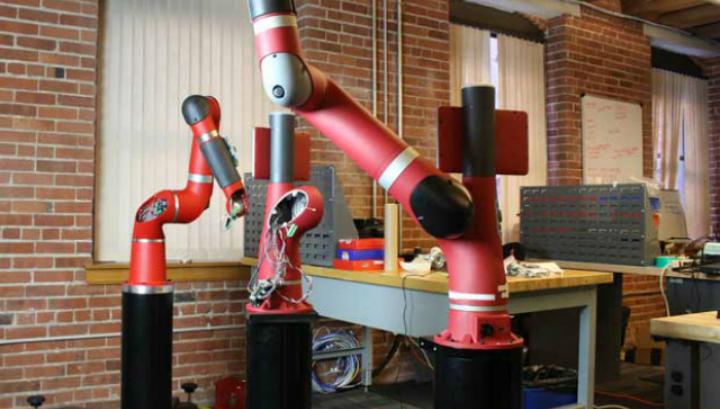 Сборка Сойера в штаб-квартире Rethink Robotics в Бостоне