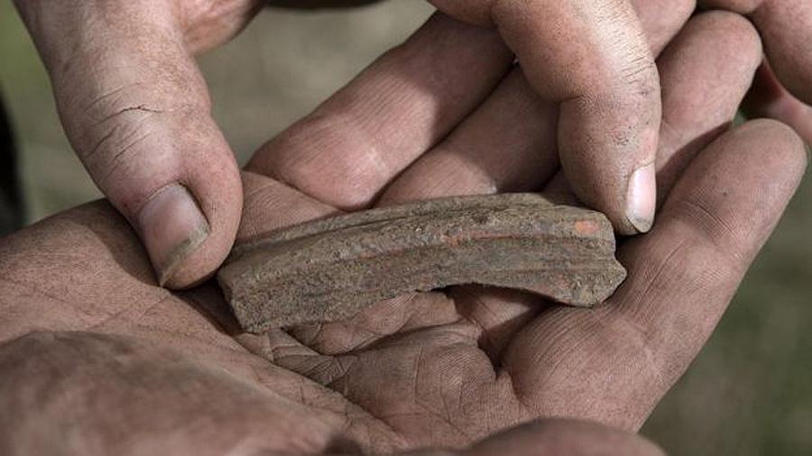 Фрагмент керамики, найденный возле замка Тинтагель. Фото: Emily Whitfield-Wicks / English Heritage
