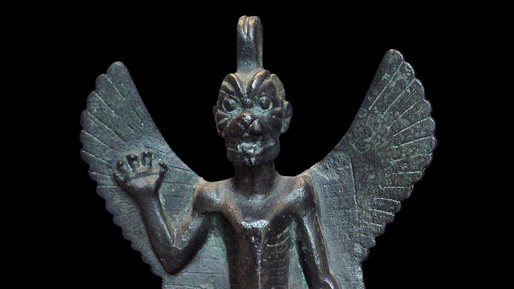 Демон Пазузу, в Ассирии и Вавилоне считался защитником людей от болезней и несчастий. Бронза, VII-VIII век до н.э. Фото: Musée du Louvre / Thierry Ollivier