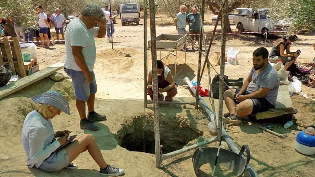 Раскопки позднеминойских захоронений в оливковой роще в Кентри, Иерапетра. Фото:═Nikos Petassis /═Facebook