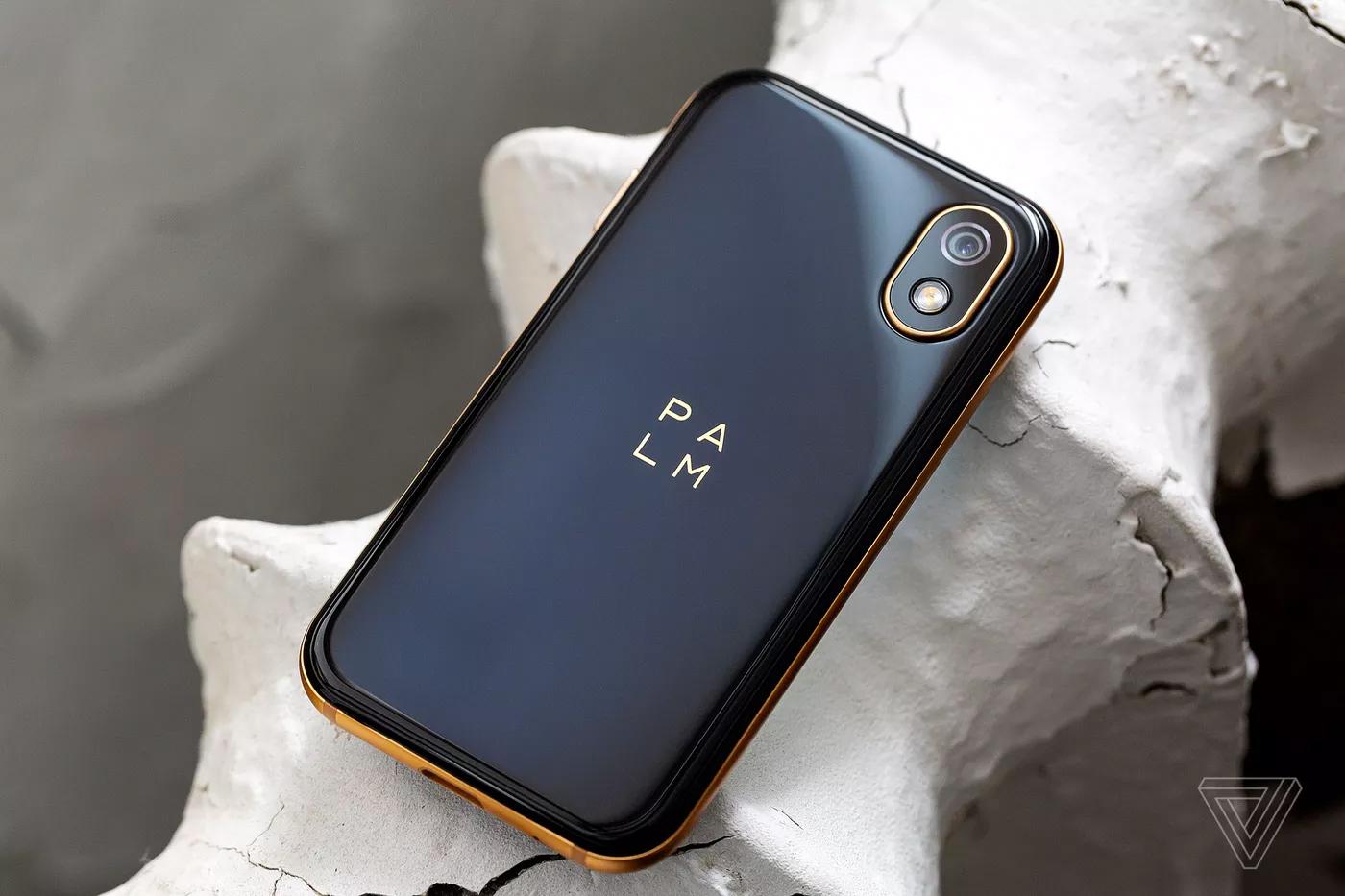 Представлен самый небольшой смартфон на андроид