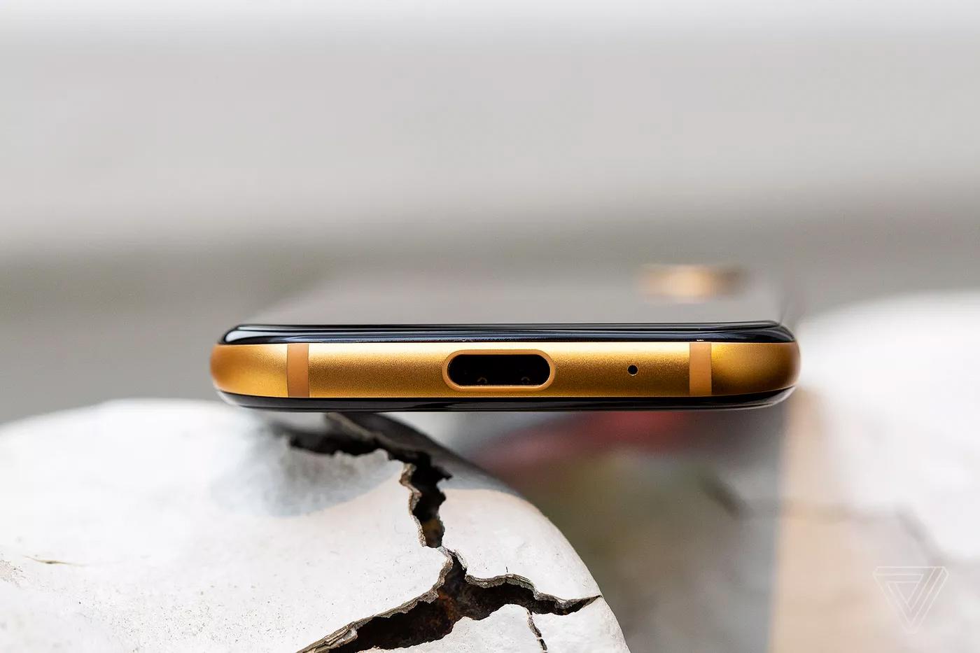 Palm вернулась нарынок стрехдюймовым смартфоном-компаньоном