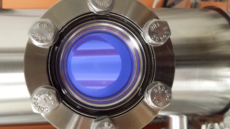 В специальной камере смесь подвергалась воздействию плазмы или ультрафиолетового излучения.