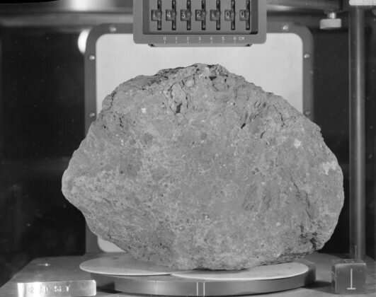 """Экспедиция """"Аполлон-14"""" доставила на Землю важные образцы лунного грунта."""