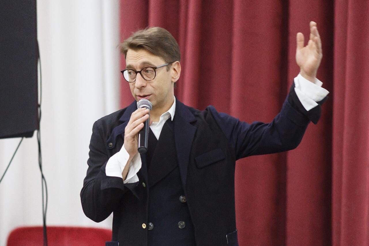 https://cdn-st1.rtr-vesti.ru/vh/pictures/o/194/236/2.jpg